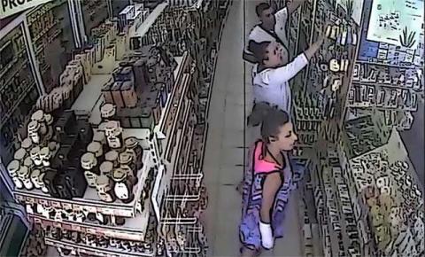 Κλέβουν supermarket μπροστά στις κάμερες