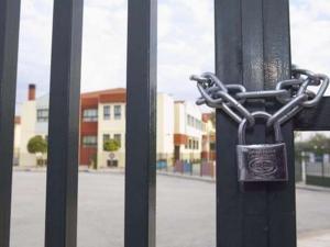 Κλείνουν τα σχολεία